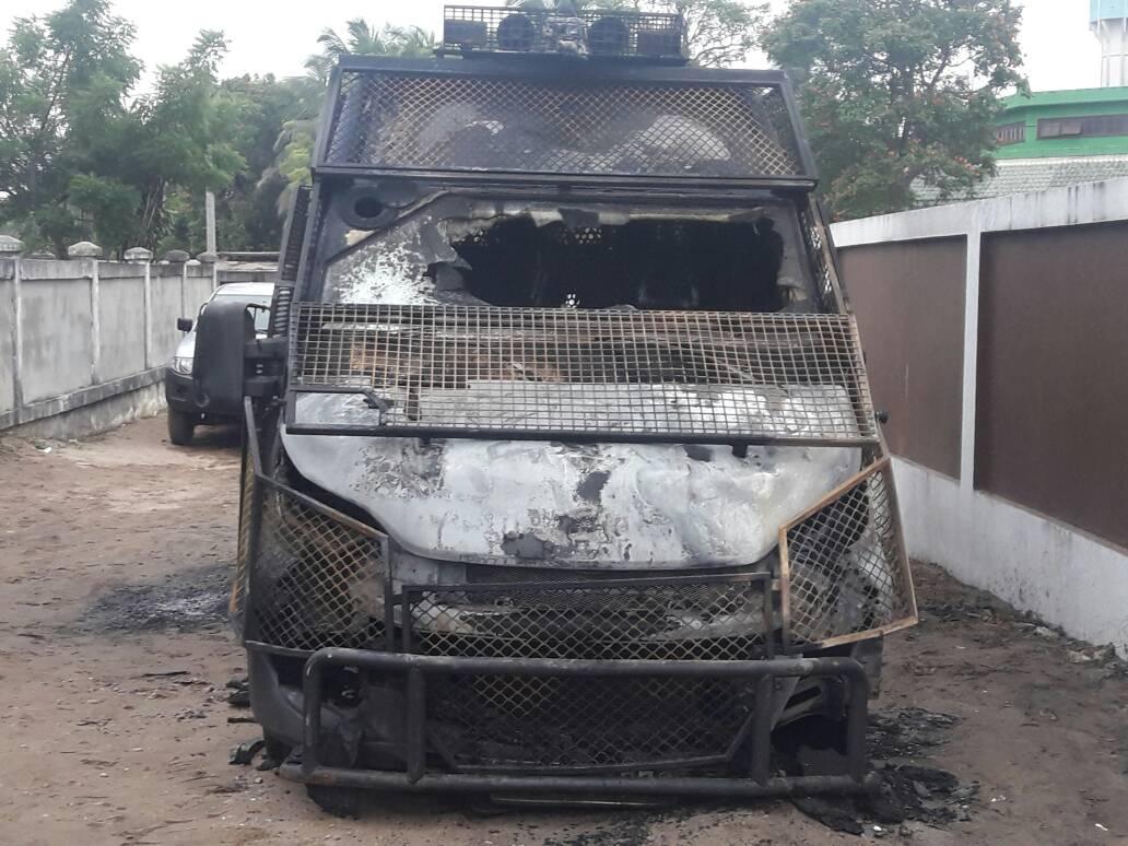Une fourgonnette de police incendiée à Port gentil!
