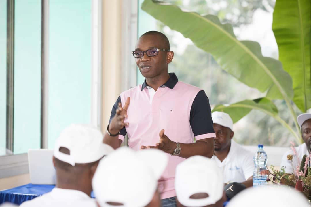 Renaud Allogho Akoue » c'est ensemble que nous bâtirons le Woleu»