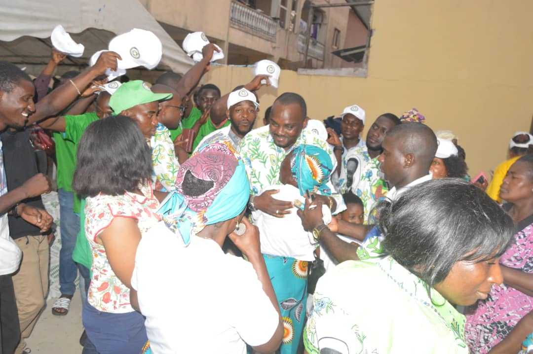 Hugues Régis MAYOMBOT remercie et salut l'engagement des populations  d'Owendo et des militants PDG!
