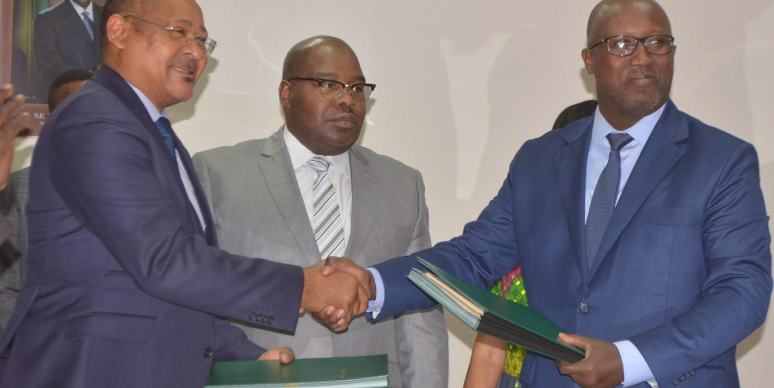 Le gouvernement face au défi de la distribution d'eau dans le »grand Libreville»