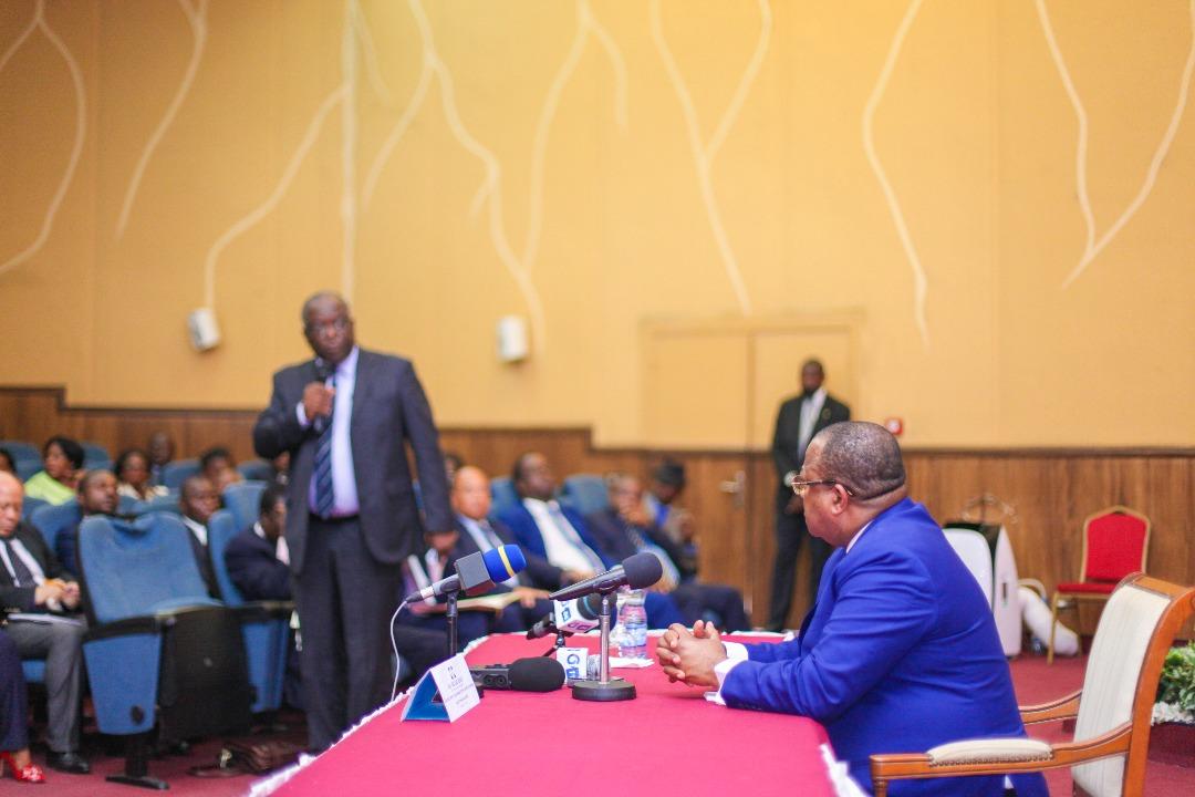 Dialogue avec les institutions: Julien Nkoghe Bekale au CESE!
