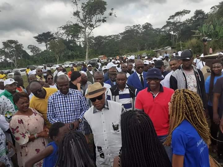 Tournée interdépartementale du woleu, du ministre Roger Owono MBA!