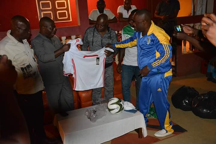 Don de matériel sportif aux jeunes de Makokou !