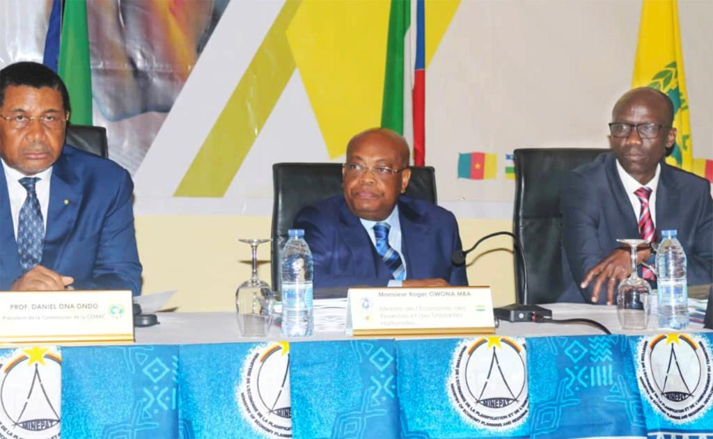 Roger Owono Mba à la réunion du conseil des ministres de l'UEAC!