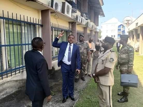 Visite surprise de Jean Marie Ogandaga dans les locaux de la Douane Gabonaise!