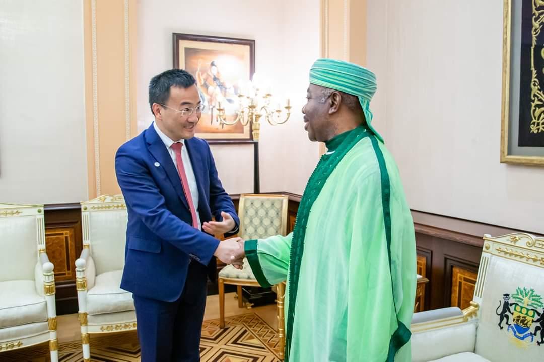 Le vice-président Global du groupe Huawei Technologies et l'envoyé Spécial de Son du Président de la République Démocratique duCongo chez Ali Bongo Ondimba!