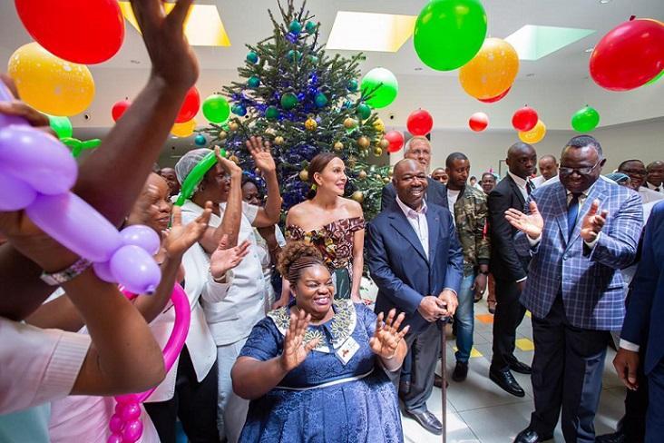 Le couple présidentiel offre la noël aux  enfants internés du Centre Hospitalier Universitaire Mère- Enfant Jeanne Ebori