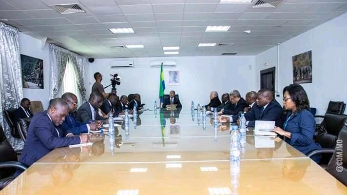 Codiv-19: Jean Marie Ogandaga autour des responsables des structures financières pour des solutions en période de paye!