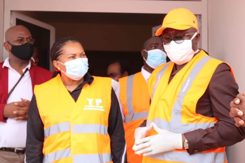 LOGEMENTS SOCIAUX: LÉON Armel BOUNDA BALONZI visite le chantier