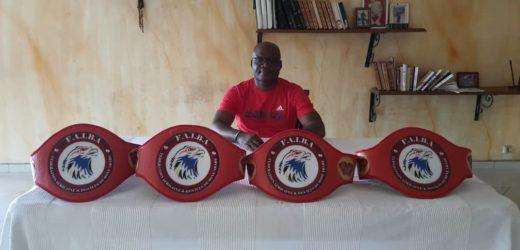 Boxe Arabes : Éric Ella Bekale présente les ceintures du Gala de Malabo