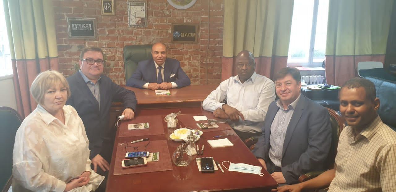 Gala de boxe arabe en Russie : réunion préparatoire d'une conférence de presse internationale