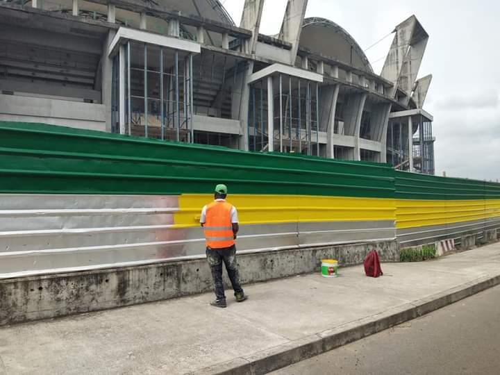 Le stade omnisport Omar Bongo de Libreville en nettoyage