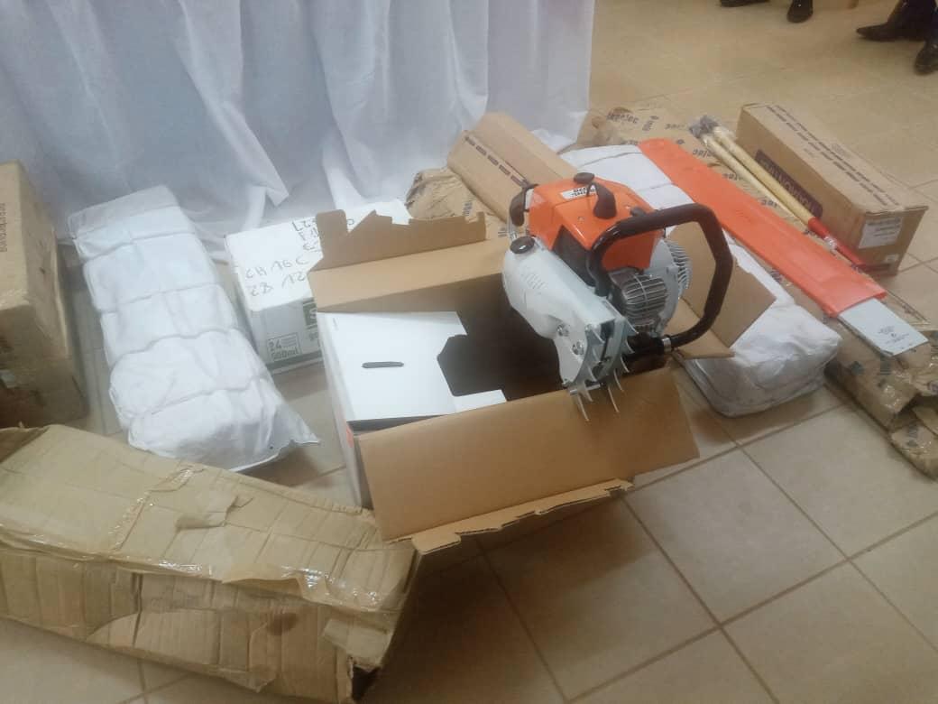 Gabon: Léon Armel BOUNDA BALONZI, fait un don de matériel agricole aux coopératives de Fougamou