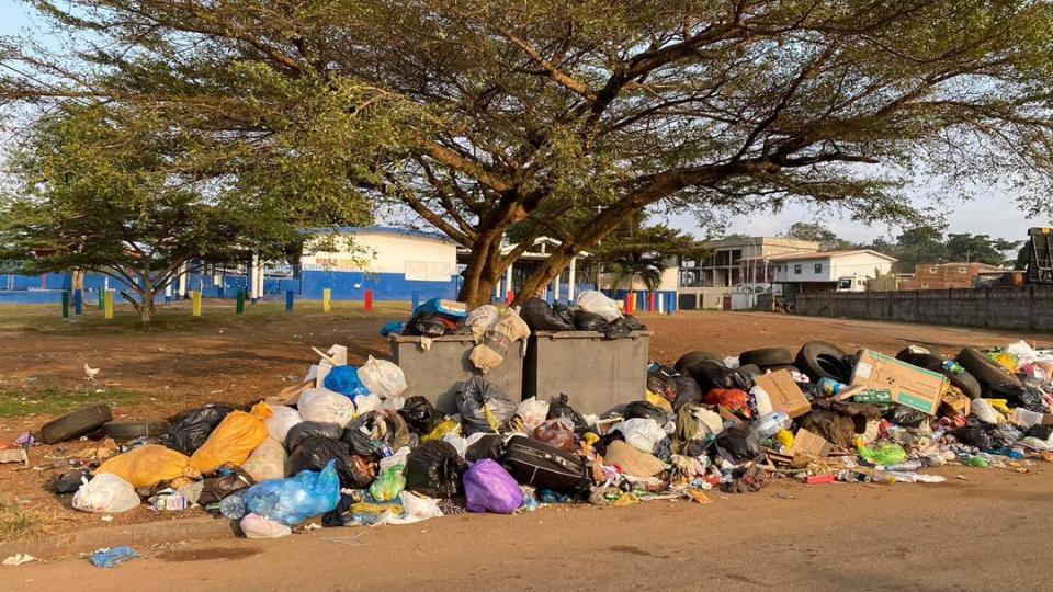 Owendo: l'entrée de l'école conventionnée transformée en décharge