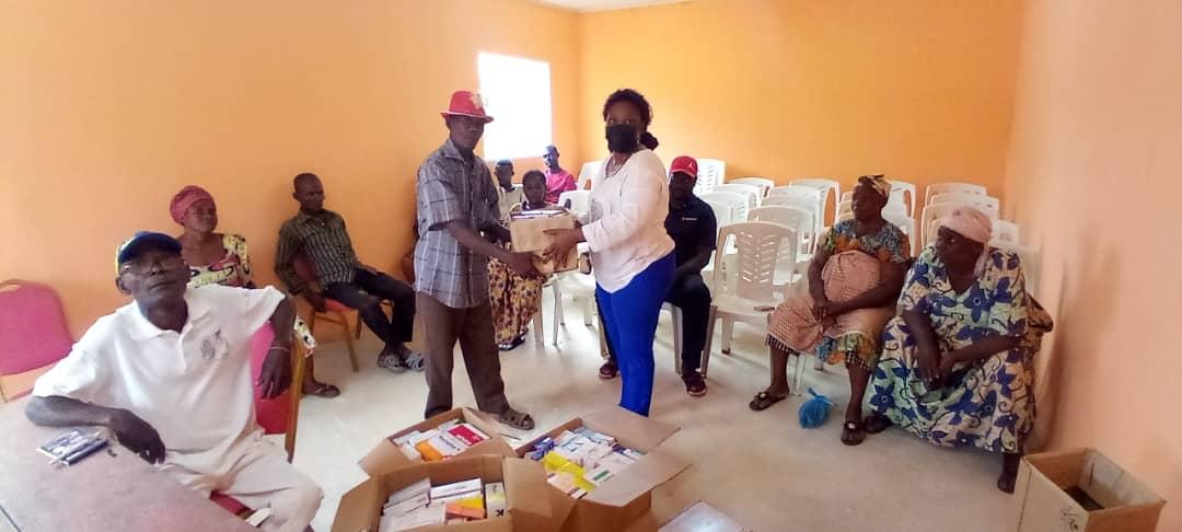 Olam Palm Gabon fait un don de médicaments aux populations de Mouila et Makouké