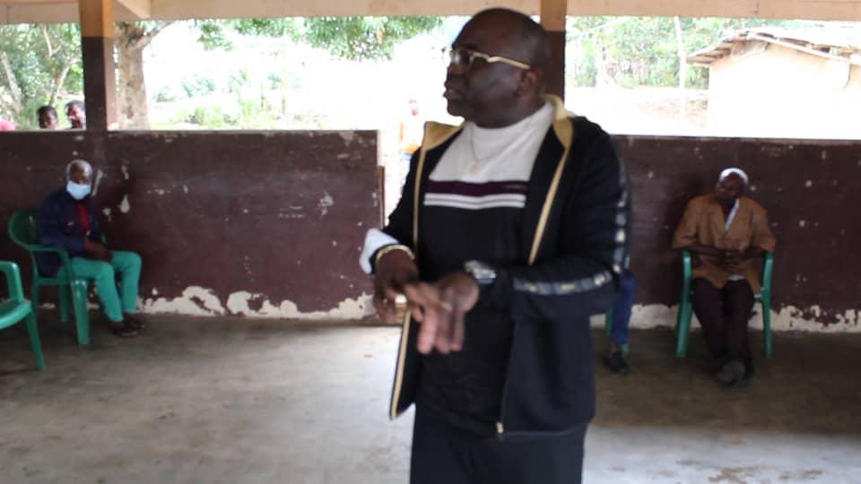Département Lekoni-Lekori : Gabin Otha Ndoumba fait des dons divers dans 4 villages !