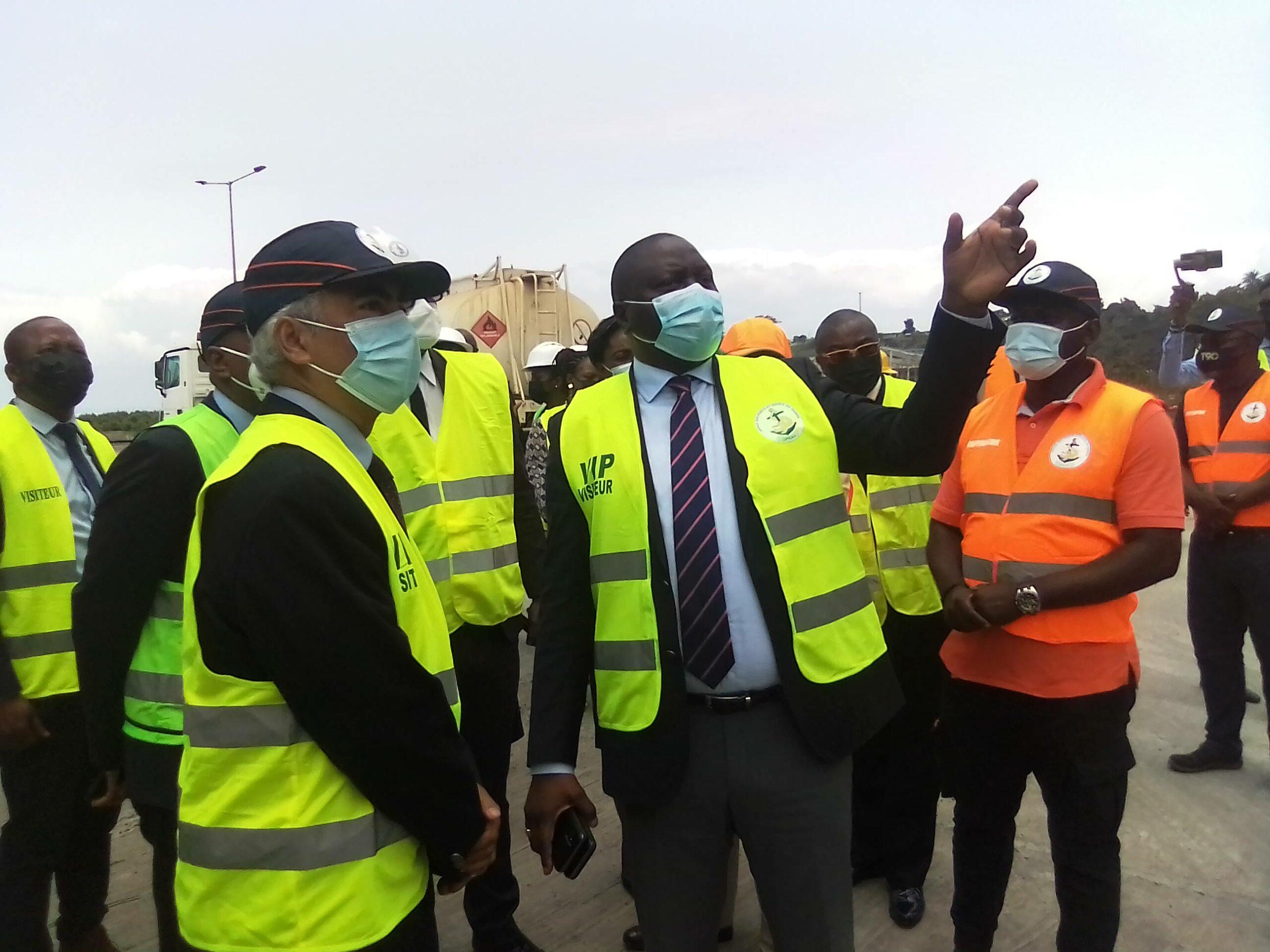 Gabon: Le ministre des Transports visite les installations du secteur portuaire d'Owendo