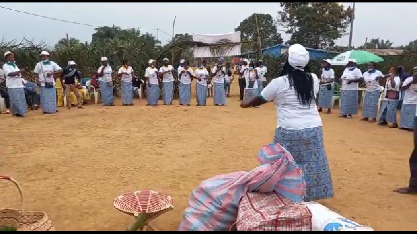 11e anniversaire de l'association IGUKIGA des femmes de Mongo, Edgard Anicet Mboumbou MIYAKOU remercié pour son soutien