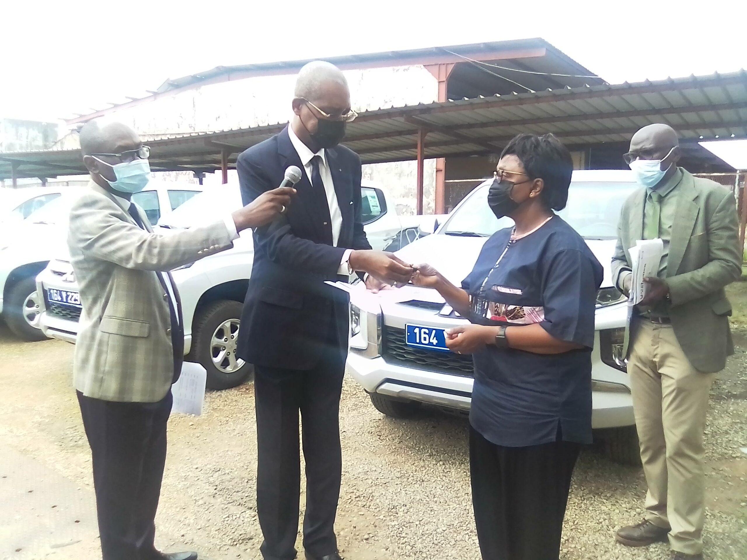 Gabon: 10 véhicules distribués aux responsables des services du Ministère des Travaux Publics, de l'Équipement et des Infrastructures