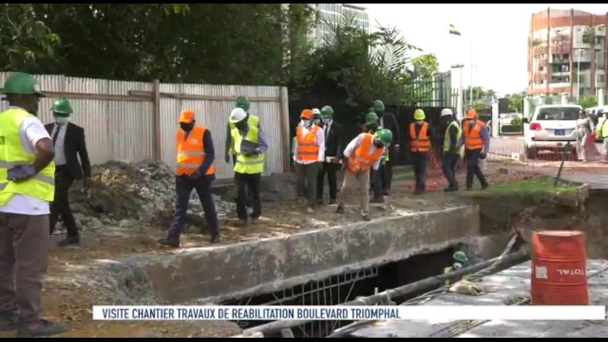 Léon Armel Bounda Balonzi, constate l'état d'avancement des travaux de réhabilitation du Boulevard triomphal